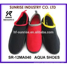 SR-12MA039 Los hombres populares calzan los zapatos del agua los zapatos que practican surf calzan el zapato que camina del agua