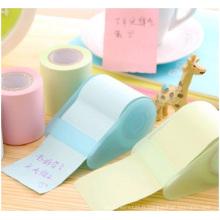 Notes collantes colorées avec le distributeur, logo imprimé dans les notes collantes