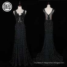 Travail à la main de belles robes longues de célébrité florale noire