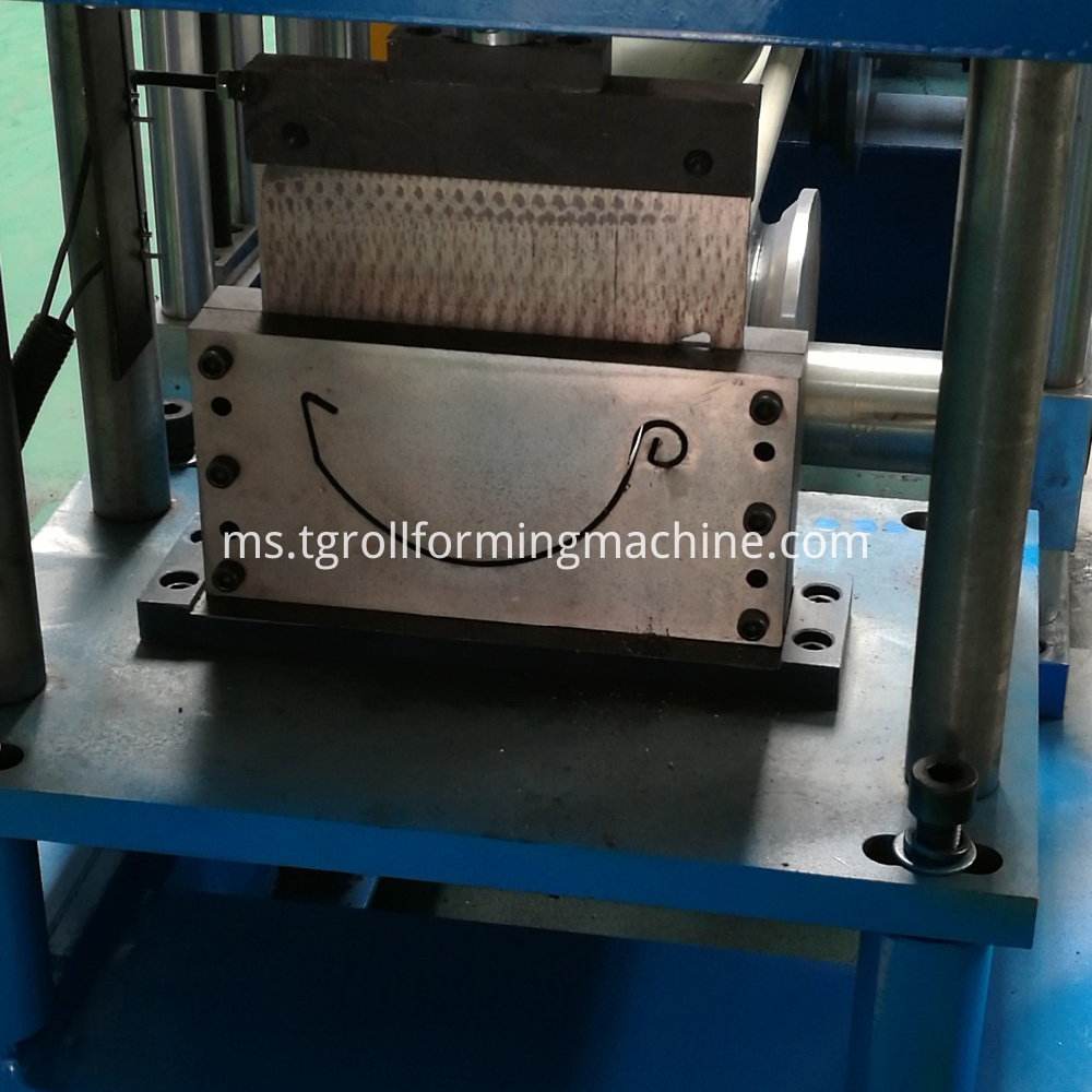 square-pipe-roll-forming-machine-roof-tile
