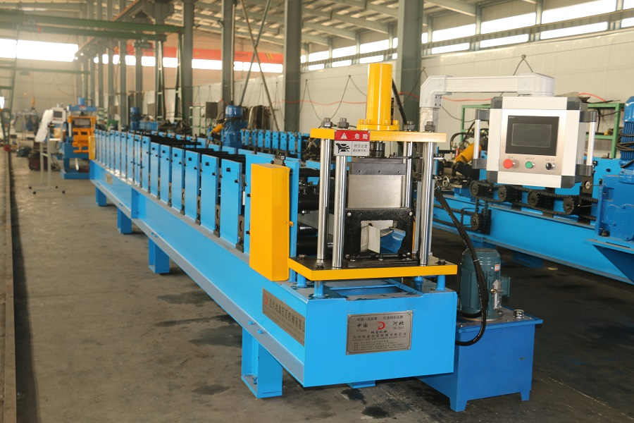 gutter door forming machine