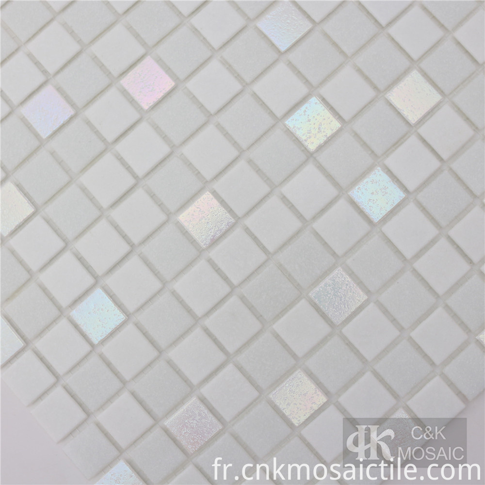 Reflective molten glass mosaic for wall decoration