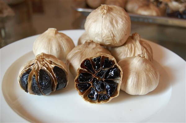 whole black garlic (101)