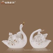 accessoires de décoration de maison matériel en porcelaine amoureux de haute qualité couple statue de cygne