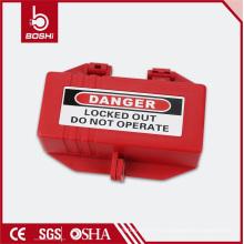 Con el cable que es alimentado a través de un agujero de acceso en el cierre eléctrico lateral del enchufe