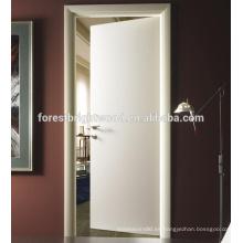 Puerta de madera empotrada blanca