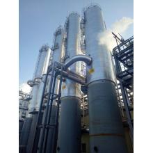 Coluna de aço carbono é usada para destilação