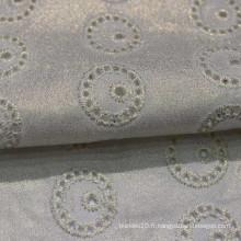 Tissu de broderie en coton blanc avec trou
