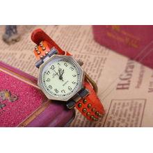 Красные женские кожаные наручные часы KSQN-10