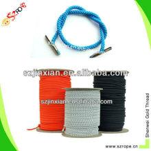 Голубой плетеный шнур с металлическими зубцами конец