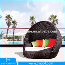 Outdoor Synthetic Wicker Round Sunbeds / Beach Sunbed