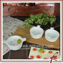 La vaisselle en céramique blanche