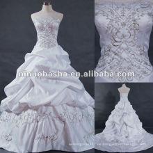 Embrodery mit handmad beadings Hochzeitskleid