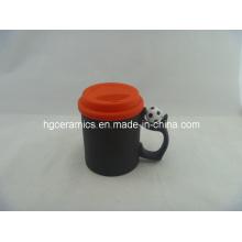 Tasse magique de poignée de football de 11oz avec le couvercle de silicium