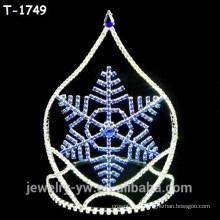 Модные рождественские конкурсы с синей центральной снежинкой