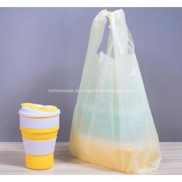 Saco plástico de compras de camiseta em amarelo