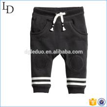 Cepillado dentro de la tela suave niños harem pantalones moda diseño de color liso