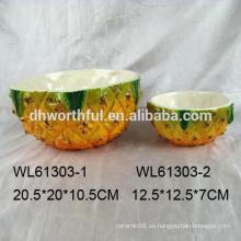 Tazón de ensalada de cerámica realista en forma de piña