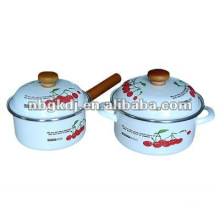 enamel cooking pot with wooden knob and full design