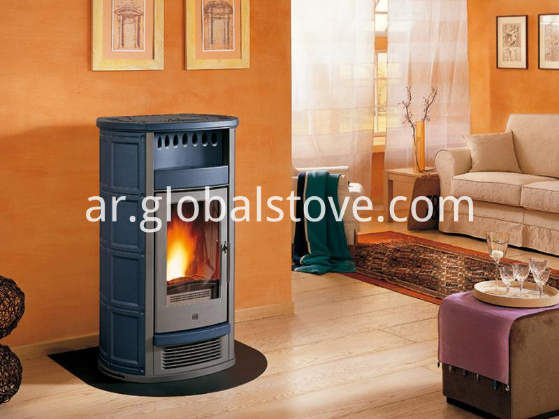 Wood fireplace with smoke exhaust pipe