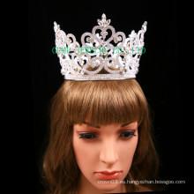 Corona de piedras preciosas para el concurso