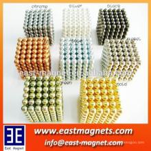 Varios colores cuatomized imán magnético de la cadena de la bola