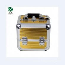 Boîtier cosmétique en aluminium doré double ouvert avec quatre plateaux intérieurs