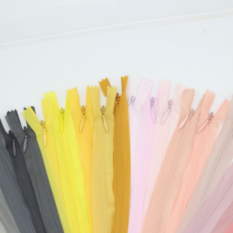 All kinds of garment zippers