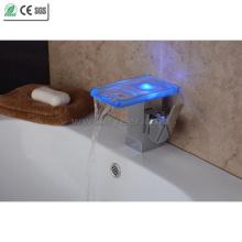 2015 Nuevo grifo del lavabo de la cascada LED del baño del uno mismo-poder (QH08186FP)
