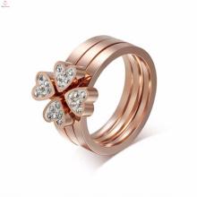Beaux anneaux de diamant rose en or rose en acier inoxydable