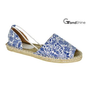 Zapatos planos de la espadilla ocasional de las mujeres