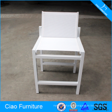 Chaise haute blanche de meubles de jardin