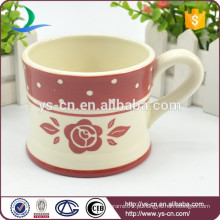 Copo de chá de decalque vermelho de cerâmica por atacado