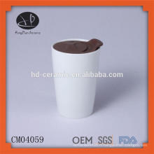 Tasse à carreaux en céramique blanche avec couvercle en plastique, tasse en porcelaine en gros sans poignée, tasse à impression couleur avec couvercle