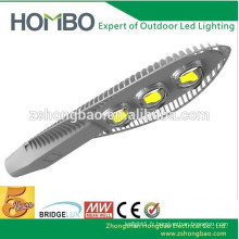 Éclairage solaire à l'extérieur de l'éclairage Projet 100w BridgeLux 3000K lampadaires LED à LED avec système solaire