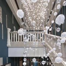 Lustre clássico com globo de cristal branco bolha para casamento