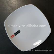 Высокая белая керамическая квадратная тарелка для ресторана