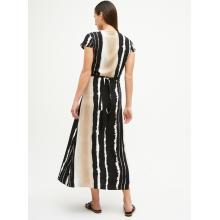 Langes Kleid der gestreiften Schwarzweiss-Mode