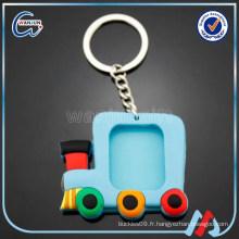 Porte-clés en caoutchouc pvc en forme de voiture