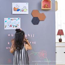 Самоклеющиеся дети, пишущие на доске и доске