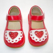 Red Baby Girl Quietschen Schuhe mit großem Herzen