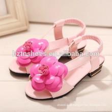Sandálias das meninas da forma da camélia da edição de Han, as novas 2015 sandálias das meninas do palhaço pequeno ZhongTong sandálias forma o lazer