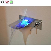 Bico de aço inoxidável 3 cores LED torneira de banheira de parede de cachoeira (QH0500WSF)