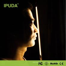 El regalo 2017 fija la lámpara de mesa de IPUDA de la promoción con la luz llevada diseñador del puerto del usb
