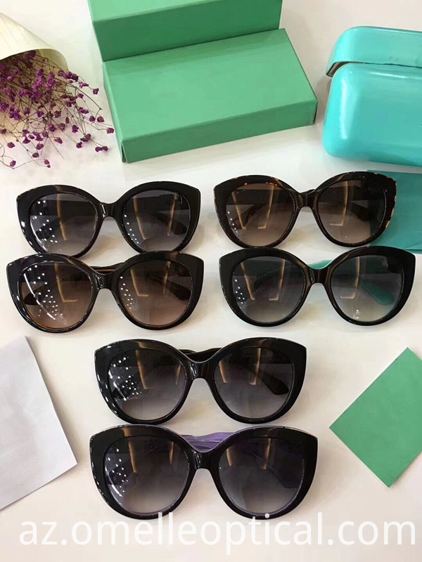 Cat Eye Sunglass For Round Face