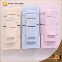 2015 heißes Verkaufsqualitäts-Bambusgarn gefärbte Streifenstrandtücher