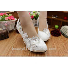 Les chaussures blanches blanches et les chaussures féminines WS012