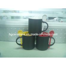 Tasse changeante de cuillère de couleur, tasse magique