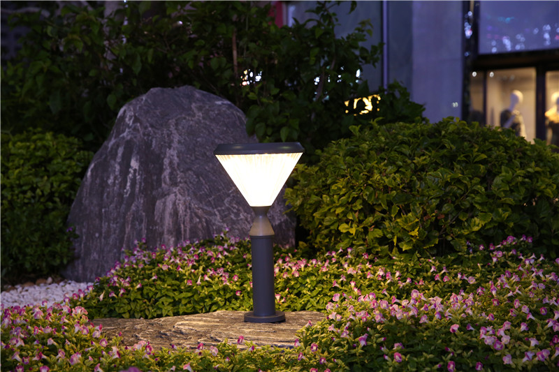 Warm white solar garden light for decoration