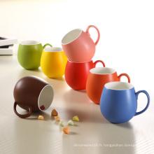 Tasses en céramique de coupe ronde de porcelaine de conception colorée de glaçage